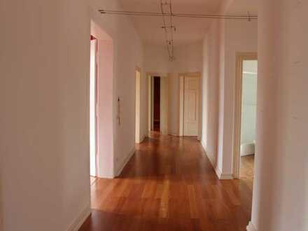 5-Zimmer Altbauwohnung in schöner Jugendstilvilla
