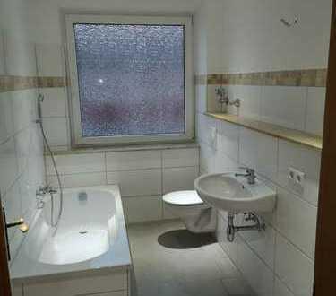 Schöne, großzügig aufgeteilte neu renovierte Wohnung mit neuem Badezimmer und Balkon