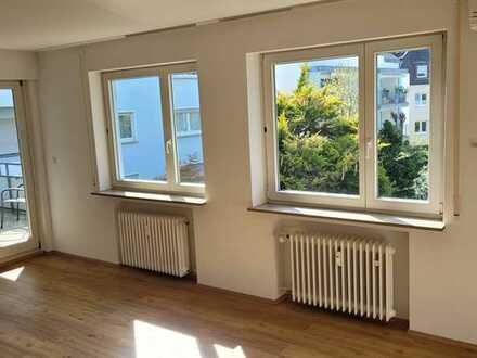 Helle, geräumige drei Zimmer Wohnung mit 2 Balkonen in Bodenseekreis, Friedrichshafen