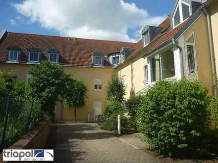 Kleine 2-Zi.-Wohnung mit Balkon in ruhiger und grüner Lage.