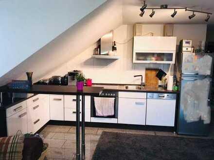 Suche für meine Moderne Dachgeschoss Wohnung mit riesiger Dachterassenaussicht einen Mitbewohner