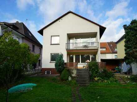 Schönes freistehendes Einfamilienhaus mit großem Garten - zentral und doch ruhig gelegen