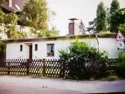 Zehlendorf - freistehend - mit großem Garten und Garage