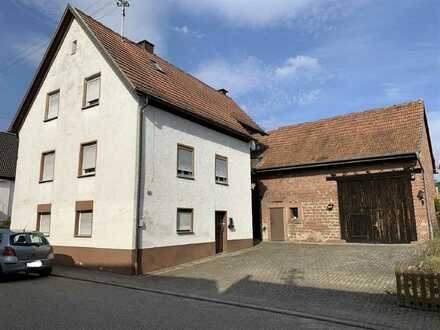 Großzügiges Einfamilienhaus mit Nebengebäuden und kleinem Ferienbungalow