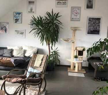 Neuwertige 4-Zimmer-Dachgeschosswohnung mit Balkon und EBK in Remchingen-Nöttingen