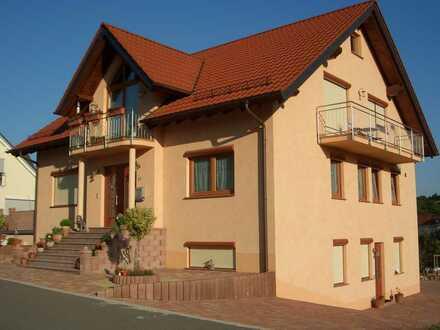 Gepflegtes 8-Zimmer-Einfamilienhaus mit EBK in Bosenbach, Kusel (Kreis)