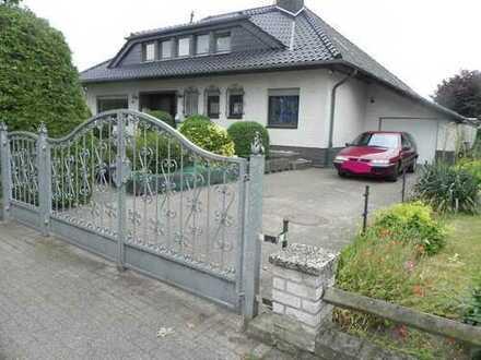 Repräsentatives Zweifamilienhaus in bevorzugter Lage von Praest