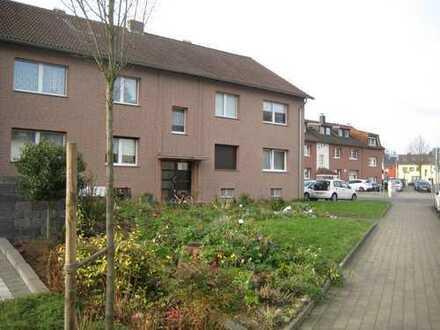 Modernisierte 3-Zimmer-Hochparterre-Wohnung mit Balkon und EBK in Pesch, Köln