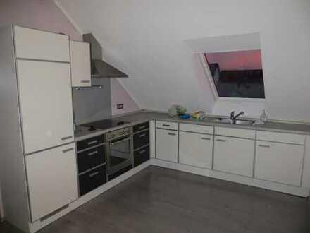 Schöne Dachgeschosswohnung Singlewohnung mit Einbauküche