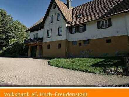 Großzügiges Ein- bis Zweifamilienhaus in absoluter Naturlage