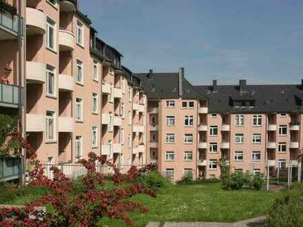 Komplett MODERNISIERTE Wohnung mit BALKON zum schönen Innenhof