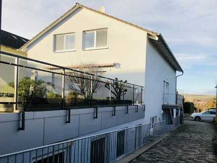 Provisionsfrei! Modernes Zweifamilienhaus in bester Lage von Westhofen !