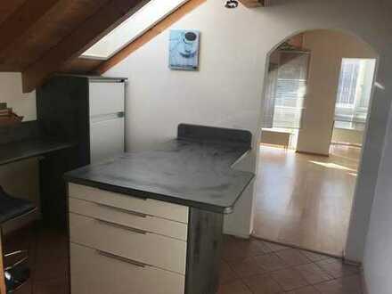 Gepflegte 2-Zimmer-DG-Wohnung mit Einbauküche in Freilassing
