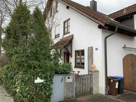Charmante, familienfreundliche Doppelhaushälfte mit fünf Zimmern in Gilching