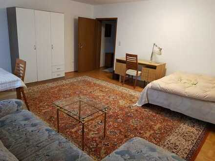 Möbliertes Zimmer 3 in Doppelhaus mit Garten