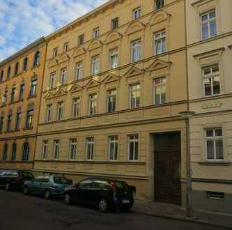 Schöne 3 Zi-EG-WE mit Laminat, off. Küche und Wannenbad im Giebichensteinviertel