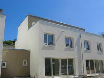 ** Moderne Einfam.-DHH mit 4 Schlafzimmern in ruhiger Stadtwohnlage, Garage u. Dachterrasse **
