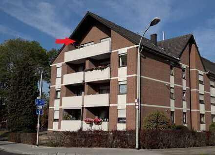 Ruhige, helle Dachgeschosswohnung mit 12 qm großem Balkon in Südlage