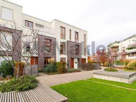 Gepflegtes Eigenheim! Schöne 3-Zi.-Maisonettewohnung mit Balkon in Düsseldorf-Oberkassel