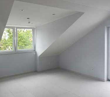 Erstbezug nach Sanierung mit Balkon: stilvolle 2-Zimmer-Dachgeschosswohnung in Dachau