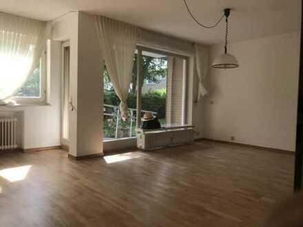 Vollständig renovierte 3,5-Zimmer-Hochparterre-Wohnung mit Balkon und EBK in Bonn