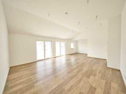 Traumhafte 4-Zi-DG Wohnung mit hohen Decken, Erstbezug, verkehrsgünstig gelegen!