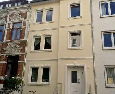 TOP Dachgeschoss-Wohnung in einem sanierten 4-Familienhaus