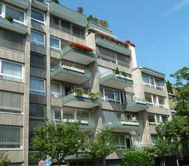 Westend: Großzügige 4-Zimmerwohnung mit Süd-Balkon und Tiefgarage
