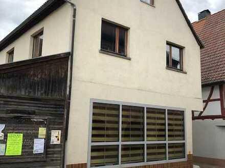 2-Familien-Wohnhaus mit Nebengebäude in zentraler Lage (Neuer Kaufpreis)