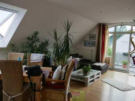 Sehr schöne 2-Zimmer-DG-Wohnung mit Balkon und Einbauküche in Eltville
