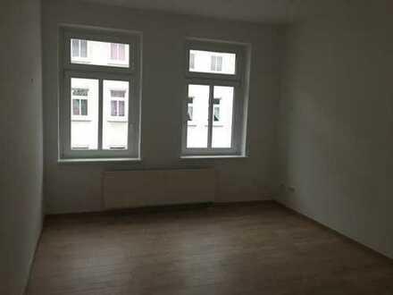 SEKT zum Einzug - Gemütliche Wohnung mit Laminat und Dusche in Reudnitz, FREI