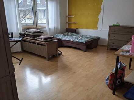Großes, lichtdurchflutetes Zimmer am Stadthaus ab Juni/Juli