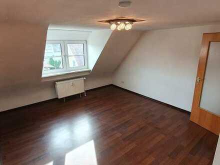 *Beziehbar ab 01.09.21* Modernisierte 2-Raum-Wohnung mit Stellplatz und Einbauküche