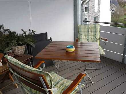 Helle, moderne 2 Zimmer Wohnung im Dachgeschoss mit Balkon