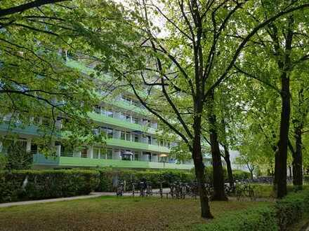 München-Johanneskirchen: Sehr helle 3-Zimmer-Wohnung mit Blick ins Grüne in Fußnähe zur Flughafen S-