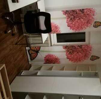Gepfl. 1-Zimmer-DG-Wohnung mit Einbauküche in 70469 Stgt