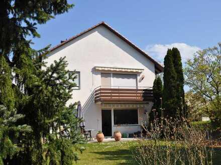 Frühlingsangebot! Ein bestens gepflegtes 2 Familienhaus in absolut ruhiger Stadtlage von Ladenburg