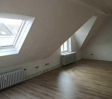 Exklusive, ruhige, renovierte 2-Zimmer-Dachgeschosswohnung in Bonn-Poppelsdorf