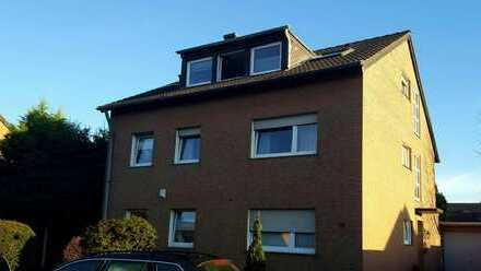 Gepflegte 2-Zimmer-Dachgeschosswohnung mit EBK in Kerpen-Sindorf