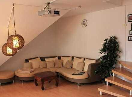 Stilvolle, modernisierte 3-Zimmer-Maisonette-Wohnung mit Balkon und Einbauküche in Untermeitingen
