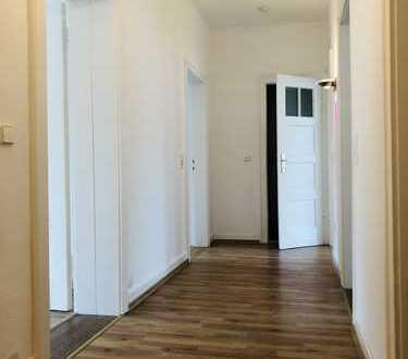 Nord: Ruhige 3-Zimmer-Wohnung im 2. OG eines charaktervollen Mehrfamilienhauses