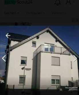 Neuwertige 2,5-Raum-Dachgeschosswohnung mit Balkon und Einbauküche in Obertshausen