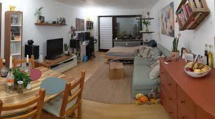 Schöne - 1-Zimmer-Hochparterre-Wohnung mit Balkon und Einbauküche in Stuttgart