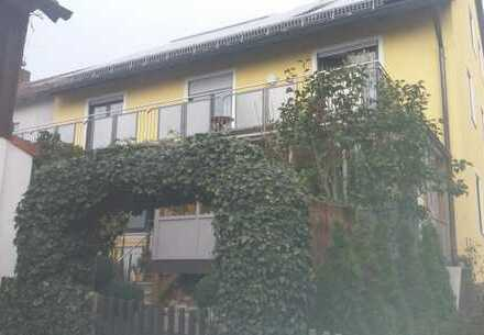 Schöne, gepflegte 3-Zimmer-Wohnung mit Balkon und Einbauküche in Leuchtenberg