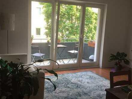 Großes, helles WG-Zimmer in Plittersdorf; Wohnung mit Wohnzimmer und Balkon, ruhige Lage