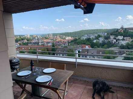 Stilvolle, gepflegte 2-Zimmer-Penthouse-Wohnung mit Balkon und EBK in Stuttgart