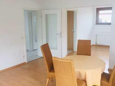 Vollständig renovierte 3,5-Zimmer-Wohnung mit Balkon und EBK in Beuren