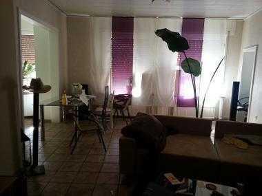 Habe eine 96 qm. Wohnung im Erdgeschoss. Top renoviert un ruhige Lage.Es sind große Kellerräume vorh