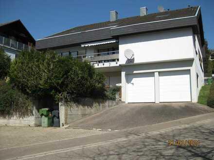 Gepflegte Wohnung mit viereinhalb Zimmern und Balkon in Seelbach