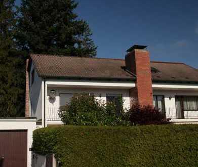 Sonnige Doppelhaushälfte mit Ausbaupotential im Dachgeschoss
